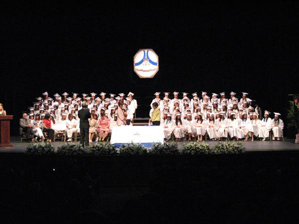 15 Teatro UPR (14may09 GradAcadMariaReina) 015 1