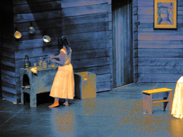 19 Teatro UPR - The Medium (JUDLO 22oct09) 001 1