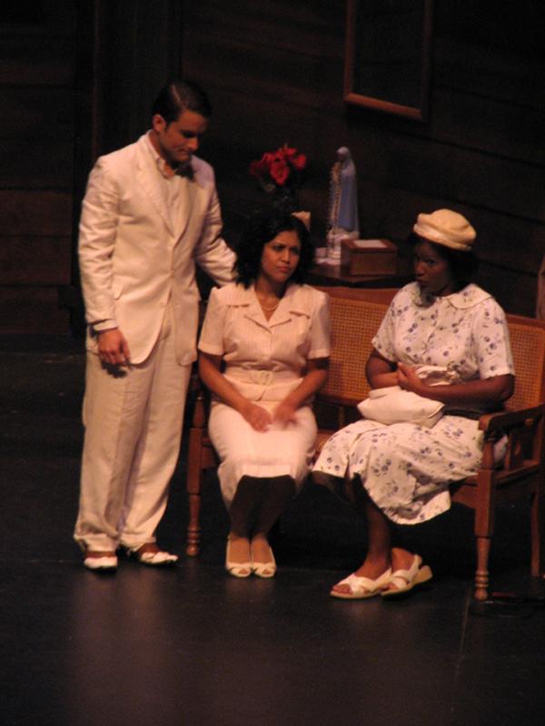 19.2 Teatro UPR - The Medium (JUDLO 22oct09) 055 1